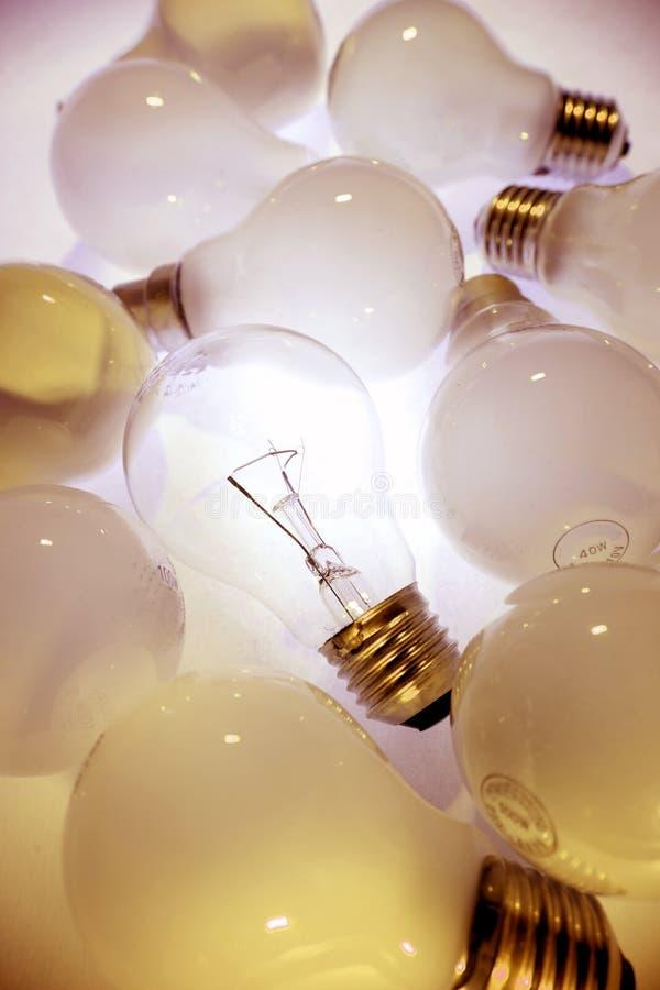 明亮的电灯泡光一 免版税库存图片
