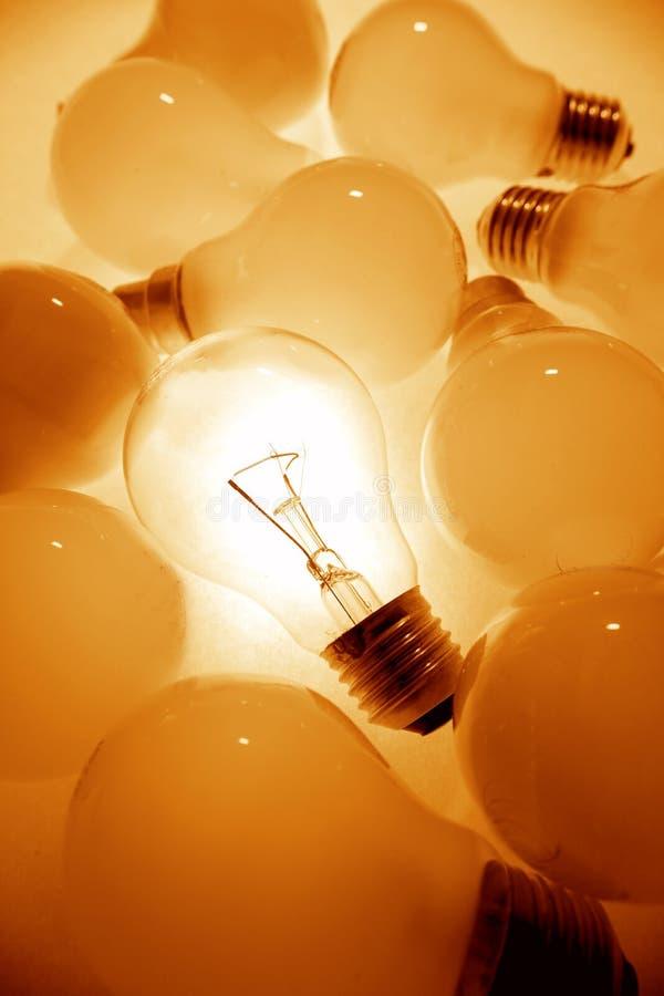 明亮的电灯泡光一 免版税库存照片