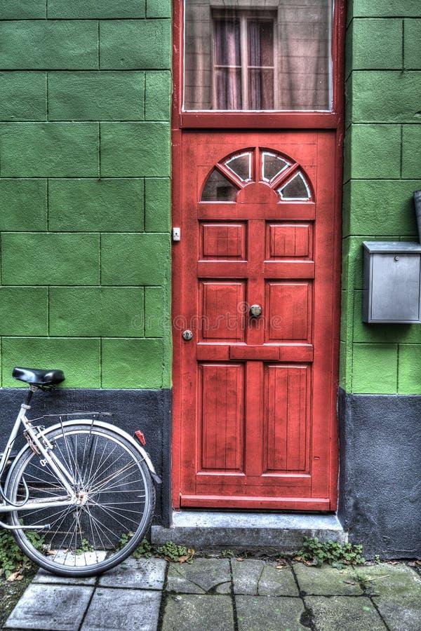明亮的红色门 免版税库存图片
