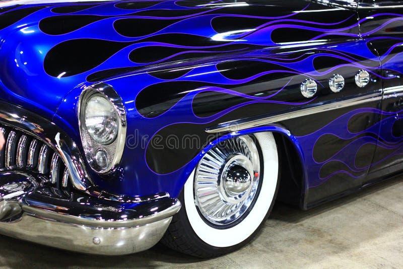 明亮的蓝色经典汽车 免版税库存图片