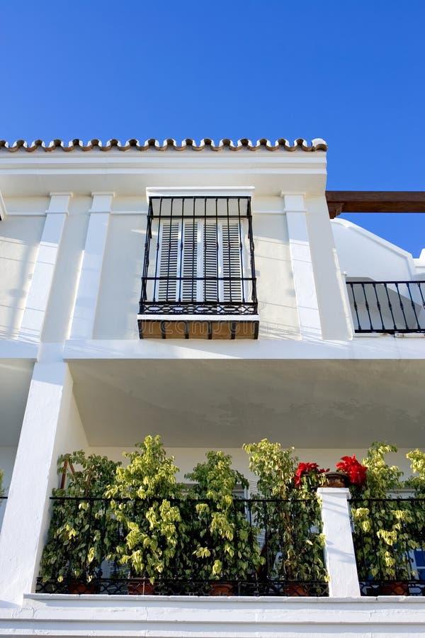 明亮的颜色现代镇西班牙语 免版税库存照片