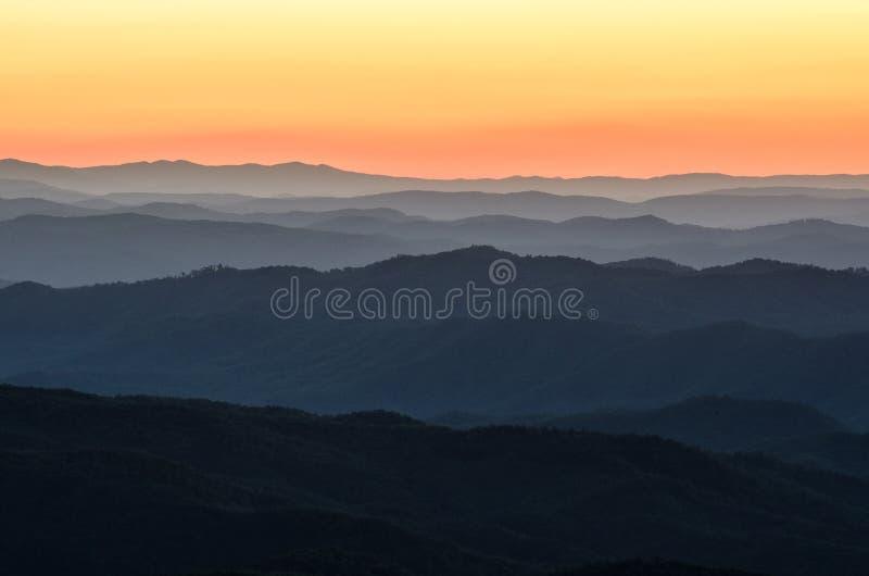 黎明前光,蓝岭山脉,北卡罗来纳 图库摄影