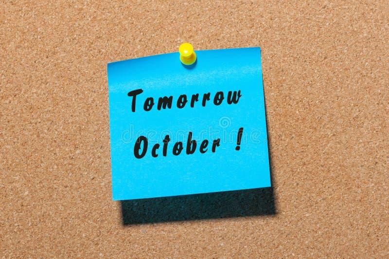 明天在贴纸写的10月在有空的空间的布告牌为文本 免版税库存照片