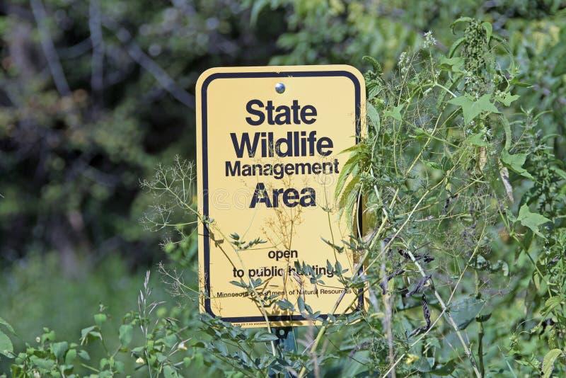 明尼苏达状态野生生物管理地区的机场标志板 图库摄影