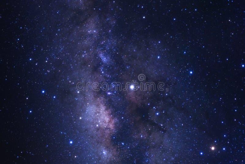 明显地与星的银河星系和空间在univer拂去灰尘 库存照片