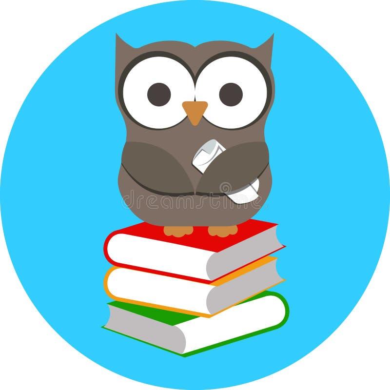 明智的猫头鹰和堆书 免版税库存照片