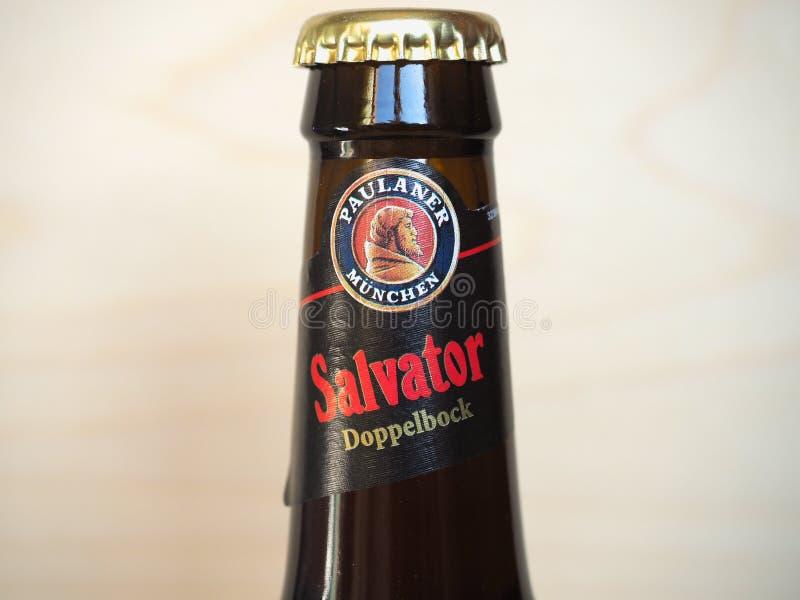 明臣 — 2020年3月:宝拉纳·萨瓦托啤酒瓶 免版税库存图片