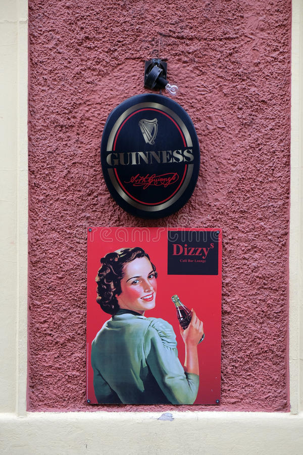 头昏眼花的酒吧和广告可口可乐的在格拉茨 库存图片