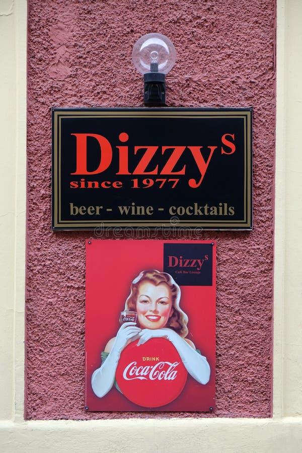 头昏眼花的酒吧和广告可口可乐的在格拉茨 免版税库存图片