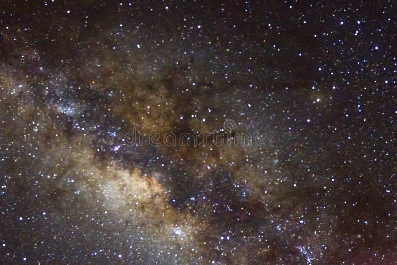 星和发光的starfield星系外层空间天空夜宇宙黑色满天星斗的背景  免版税库存图片