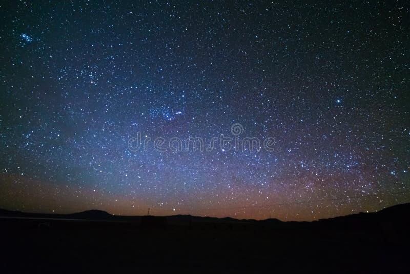 星和大气光在安地斯山的高地在玻利维亚,南美 库存图片