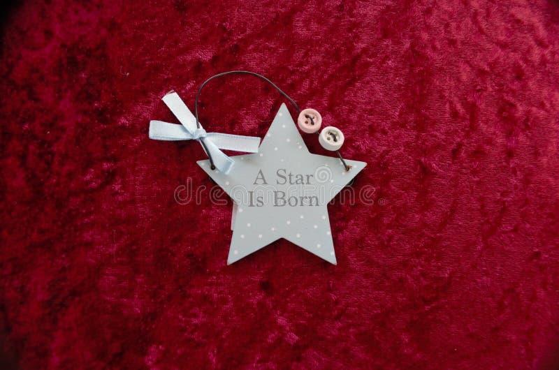 星是与弓和按钮的出生蓝星形状 免版税图库摄影