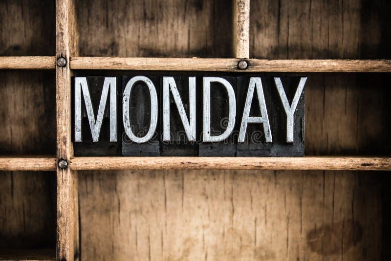 星期一概念金属在抽屉的活版词 免版税库存图片
