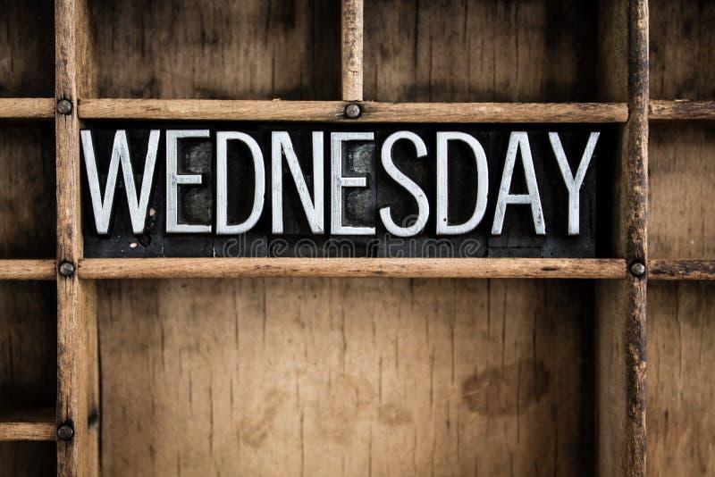 星期三概念金属在抽屉的活版词 库存图片