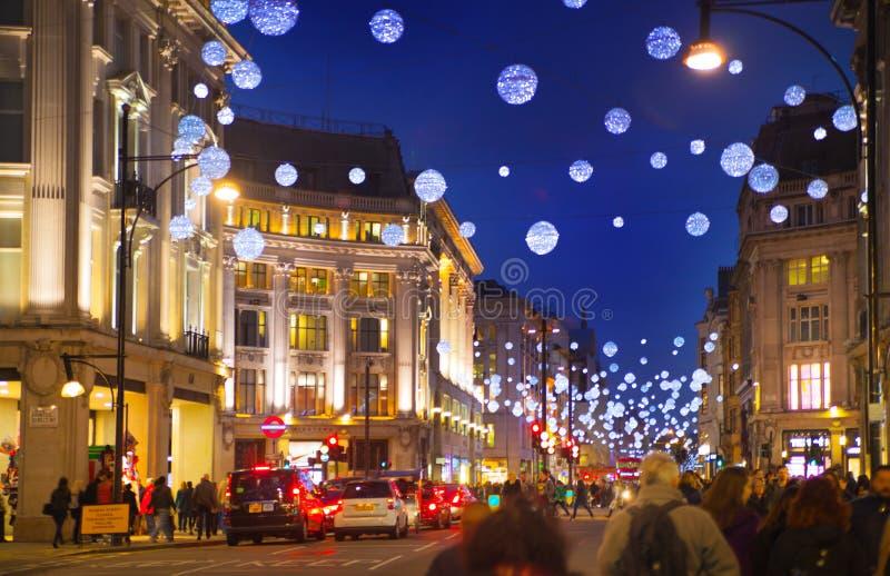 黑星期五周末在伦敦在圣诞节前的第一销售 牛津街 免版税图库摄影