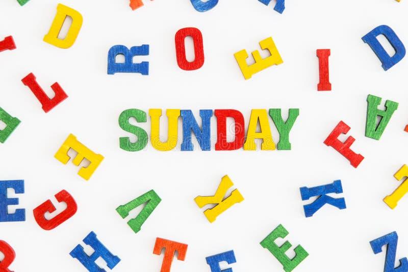 Download 星期天 库存照片. 图片 包括有 对象, 星期天, 橙色, 绿色, 信函, 黄色, 概念, 背包, 红色 - 59102584