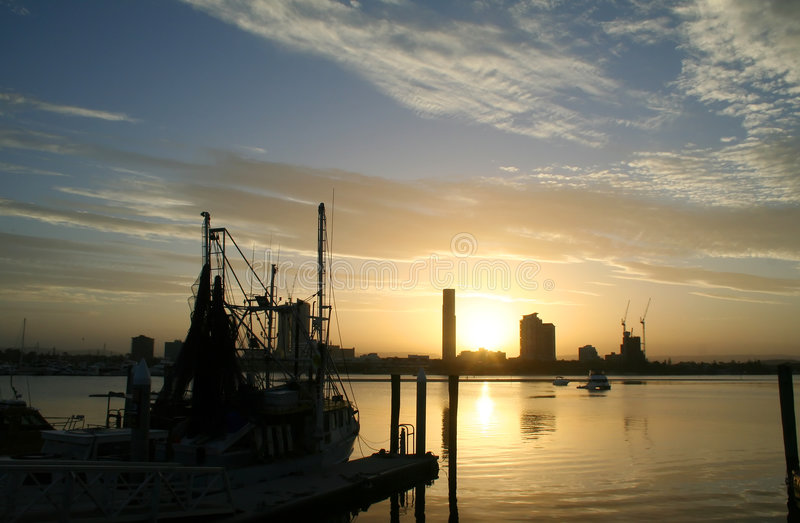 星期日拖网渔船 库存照片