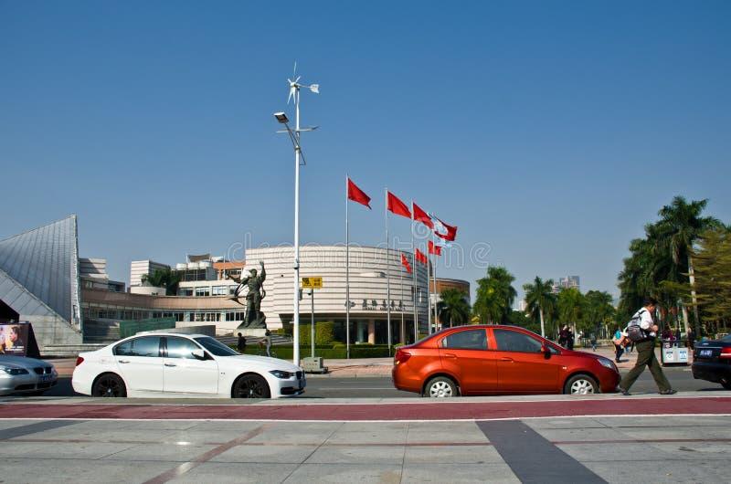 星海音乐堂和音乐现代大厦在广州市,中国摆正亚洲的都市风景 免版税图库摄影