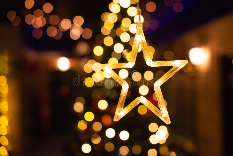 星装饰,新年光bokeh,黄色装饰光 库存图片