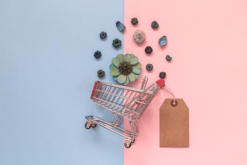 春天和夏季销售特价优待minimalistic概念 库存图片