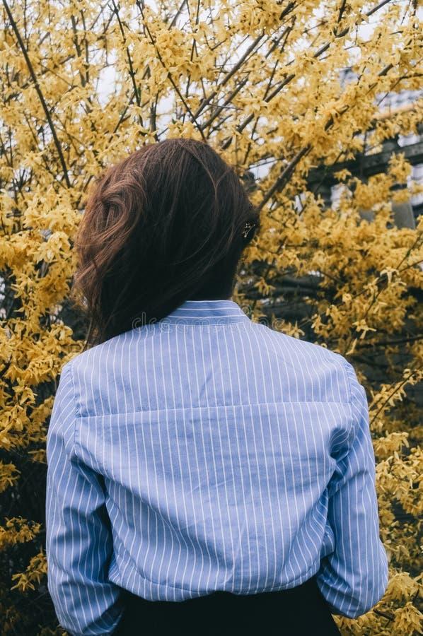 春天和女孩 免版税库存照片