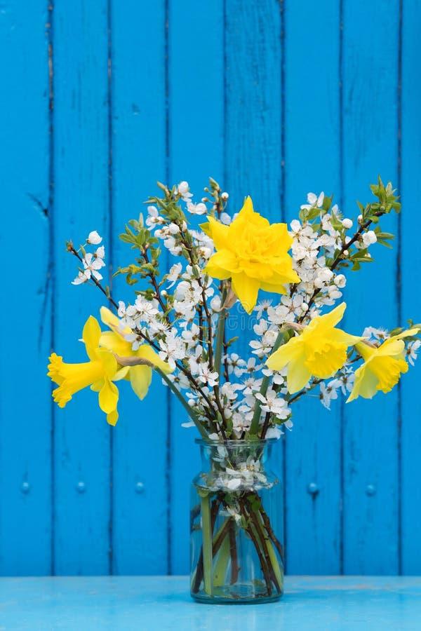 春天在玻璃的花花束 图库摄影