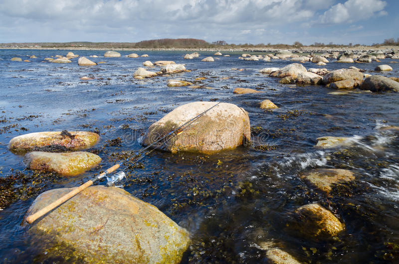 Download 春天渔时间 库存照片. 图片 包括有 本质, 行军, beautifuler, 次幂, 岩石, 粗鲁的人 - 30334816