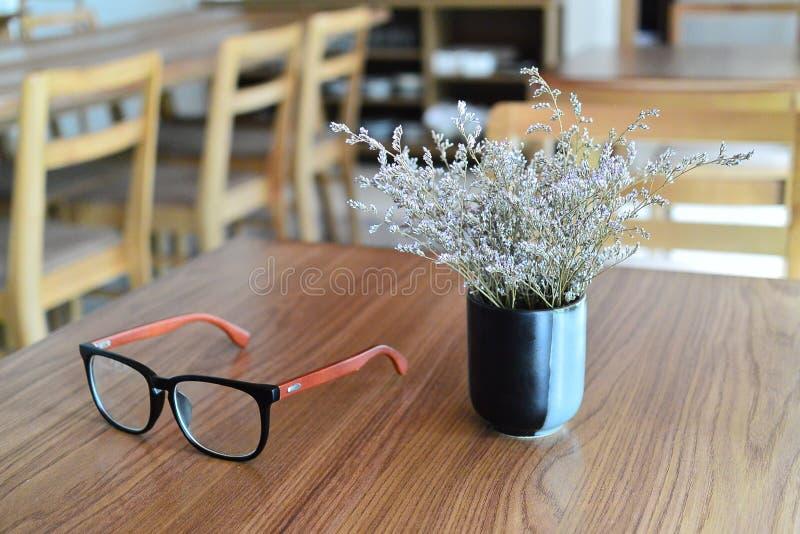 春天的咖啡馆时间 库存图片