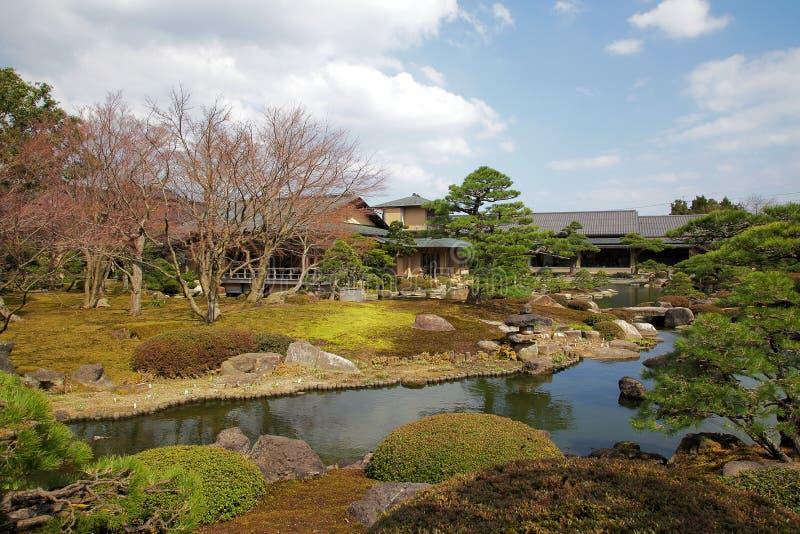 春天的日本庭院 库存照片