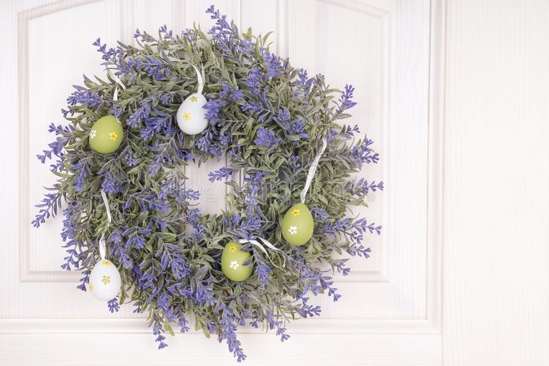 春天花圈用复活节的鸡蛋 库存照片