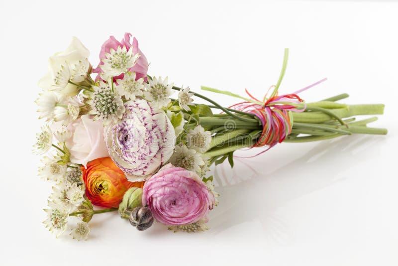 春天花美丽的花束  免版税库存照片