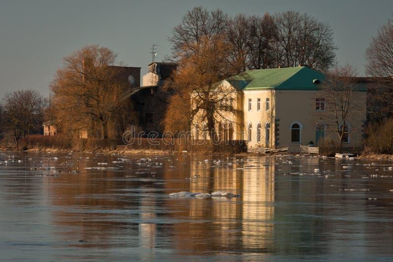 春天洪水在利耶卢佩河河 图库摄影
