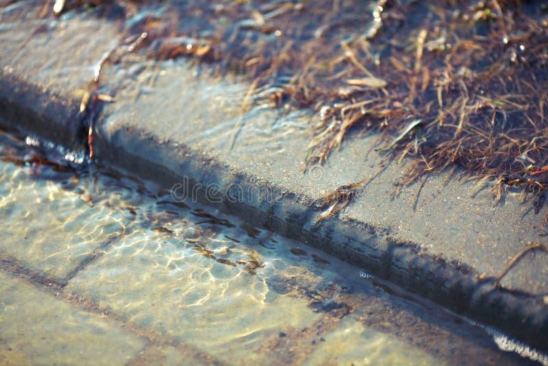 春天洪水在城市 免版税图库摄影
