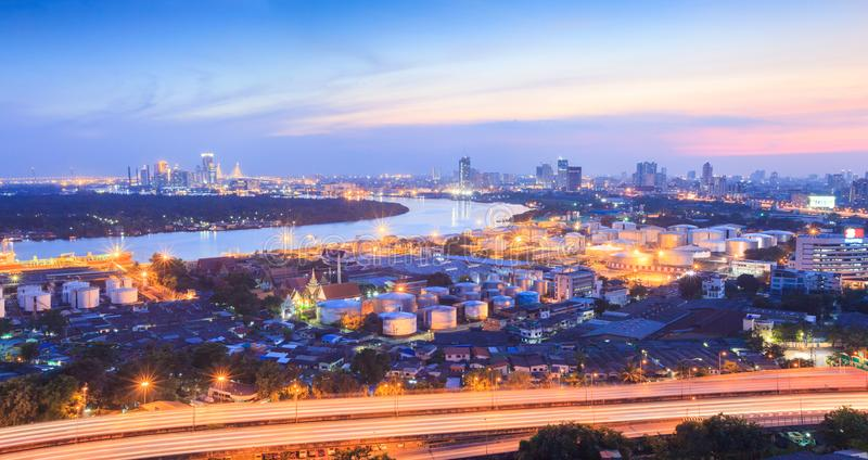 昭披耶河,曼谷城区和轰隆Kachao 库存照片
