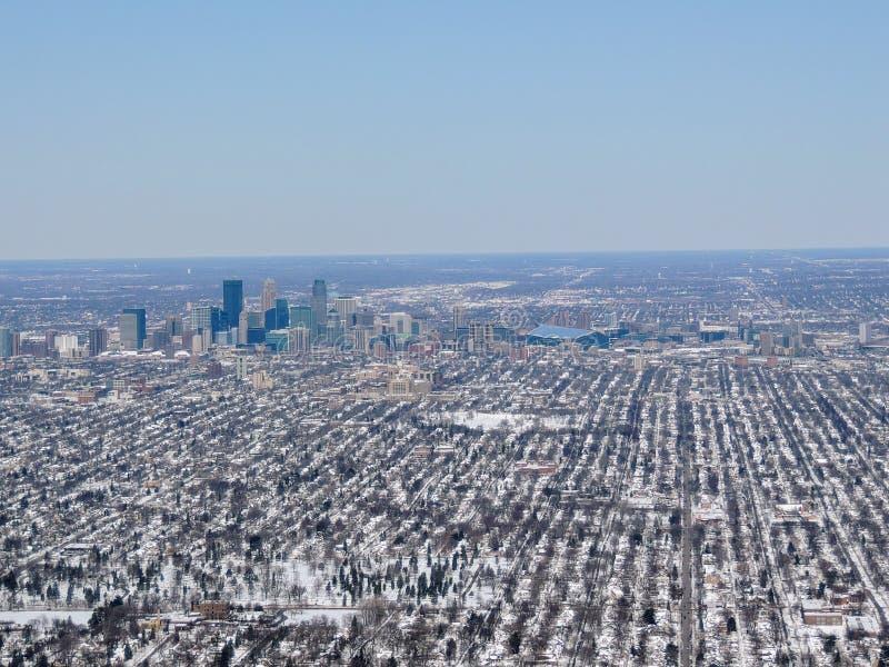 是一个主要城市在明尼苏达在美国米尼亚波尼斯的鸟瞰图,那形成`与邻居的双城` 库存图片