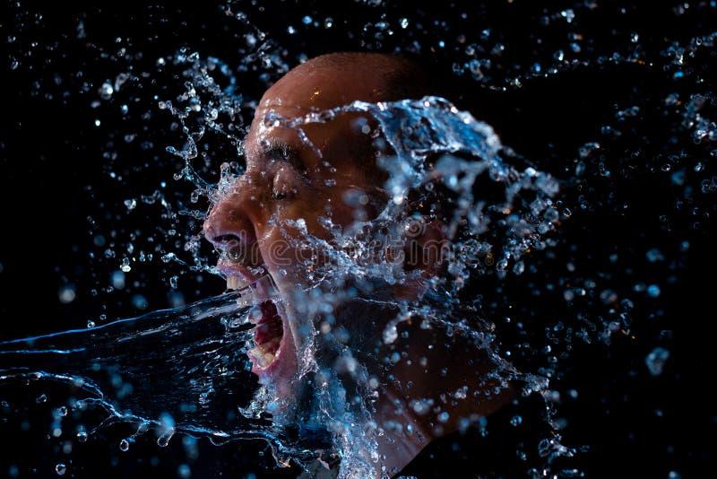 是一个的人的画象在面孔的被投掷的水 免版税图库摄影