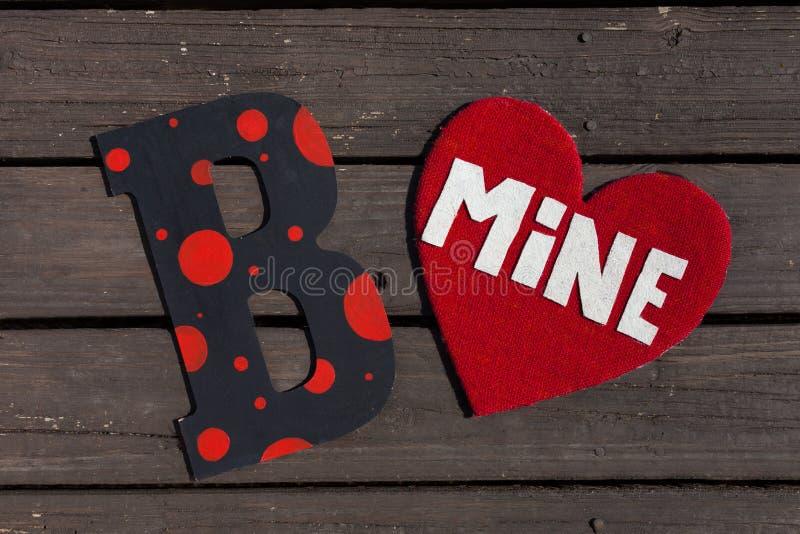 是在木板条背景的矿心脏 库存照片