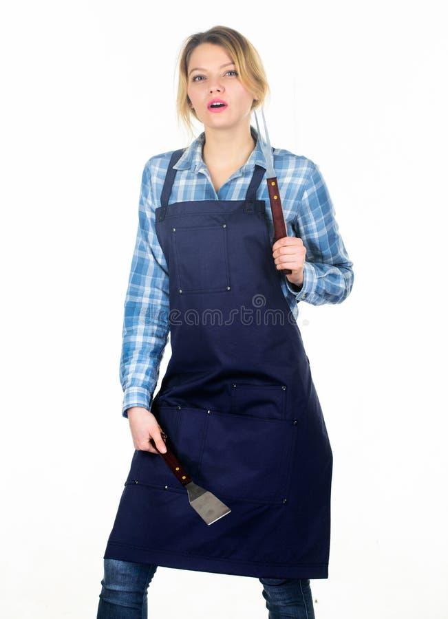 是妇女的工作坚硬的 骑自行车儿童系列父亲周末 野餐烤肉 烹调食谱的食物 妇女举行厨房用具 俏丽的女孩 免版税库存照片