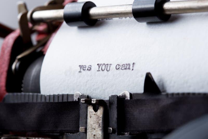 是您能-在葡萄酒打字机的被键入的词 库存照片