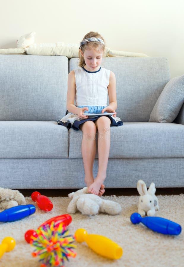 是时间清扫您的玩具! 免版税库存图片