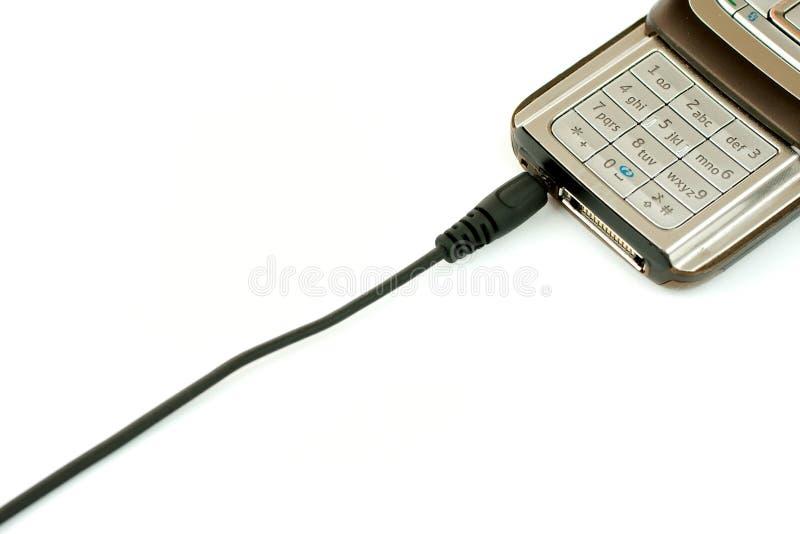 是电池被充电的移动电话 免版税库存照片