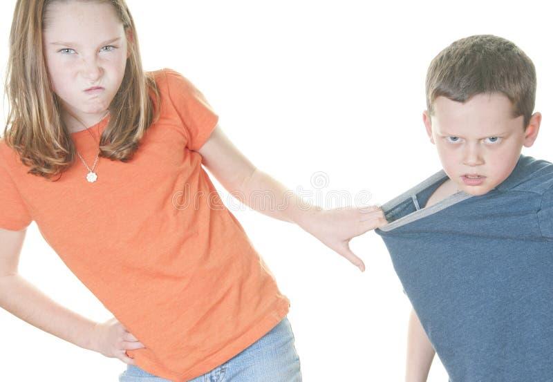 是男孩女孩平均值对年轻人 免版税库存图片