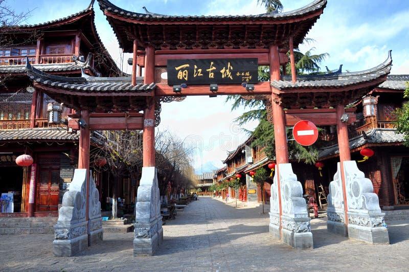 Download Lijiang老镇 编辑类库存照片. 图片 包括有 没人, beauvoir, 反映, 安静, 背包, 镜子 - 30336823