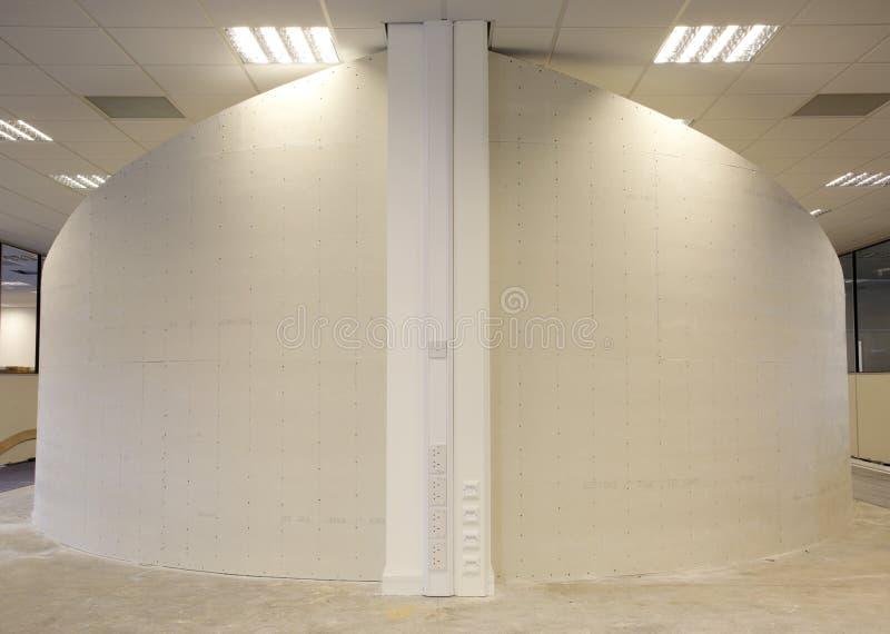 是被修建的弯曲的墙壁 免版税图库摄影