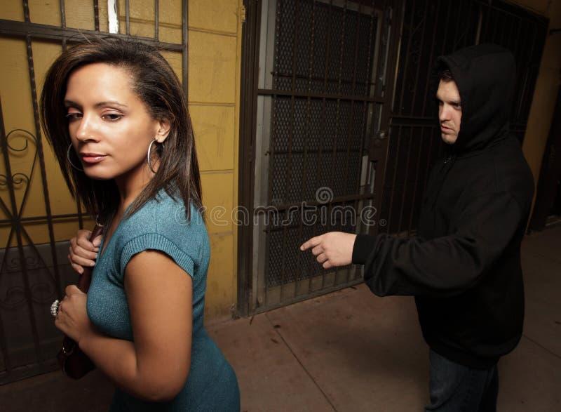 是被偷偷靠近的妇女 免版税图库摄影