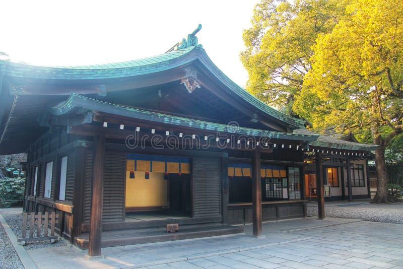 1958年是轰炸被毁坏的日本灯笼meiji重建的寺庙东京是wwii 免版税库存图片