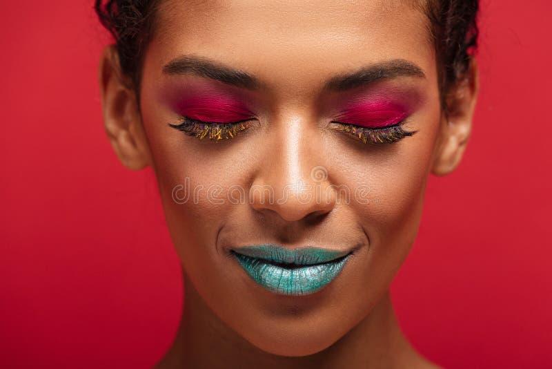 是迷人的非裔美国人的妇女的宏观图象时兴的 图库摄影