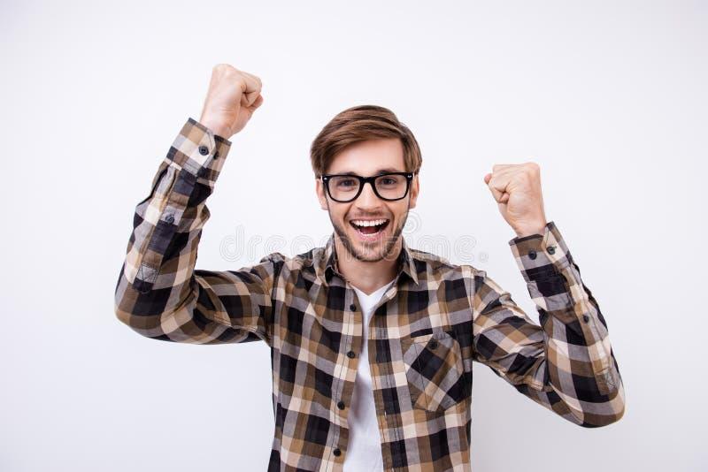 是!胜利!一件棕色方格的衬衣的成功的学生和 库存照片