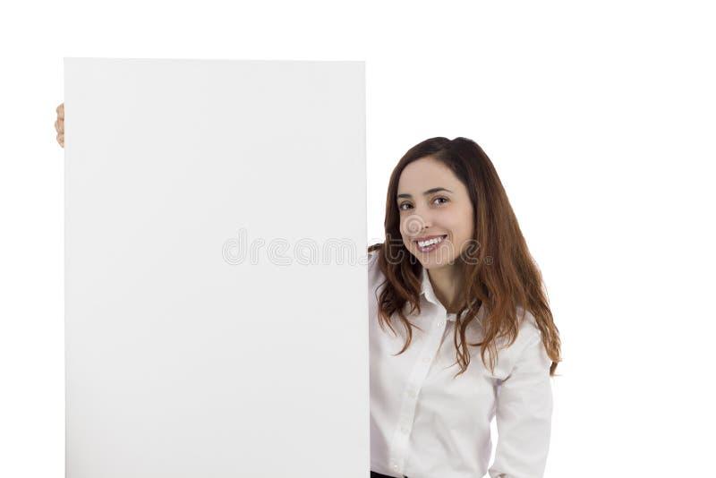 显示一个空白的广告牌的妇女 免版税图库摄影