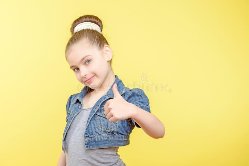 显示不同的情感的小女孩 免版税库存图片